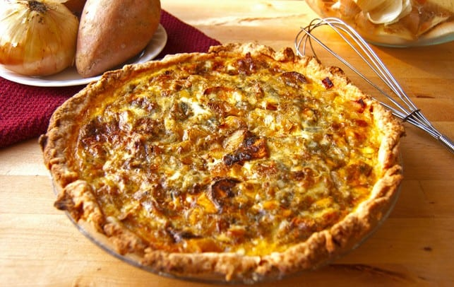 Roasted sweet potato, caramelized onion, and gorgonzola quiche | 2Teaspoons.com