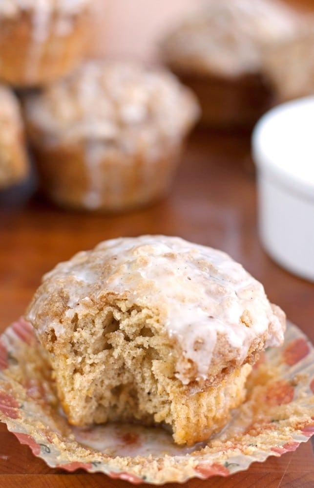 Coffeecake Muffins with Vanilla Bean Glaze - 2Teaspoons