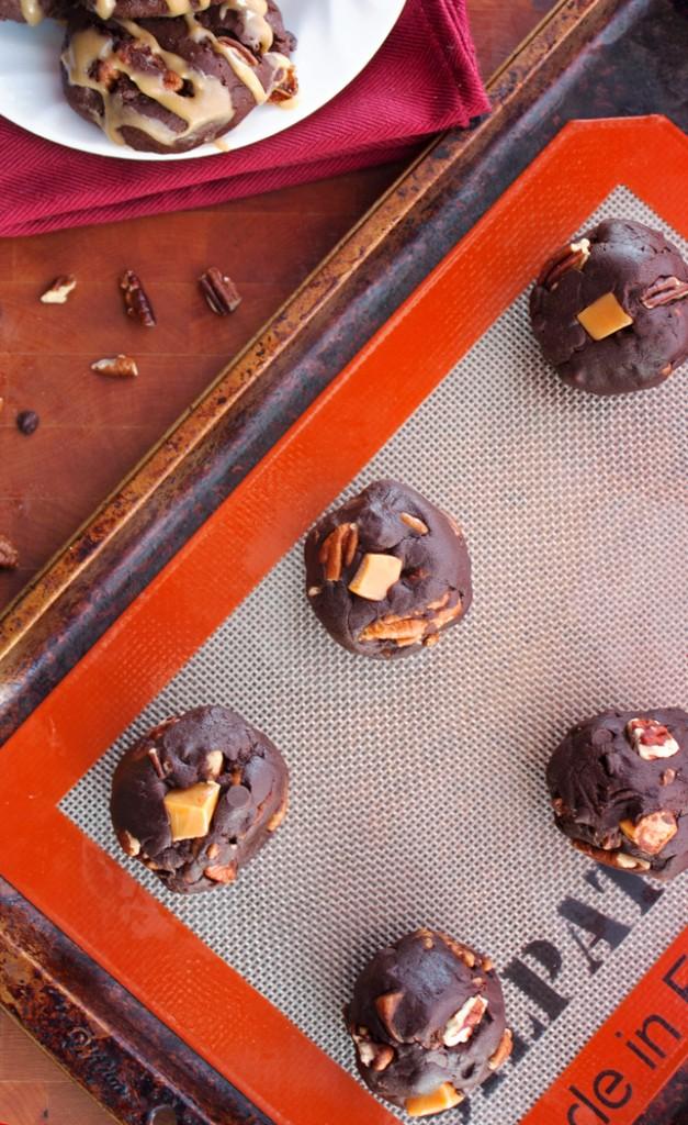 Chewy Chocolate Turtle Cookies - 2Teaspoons