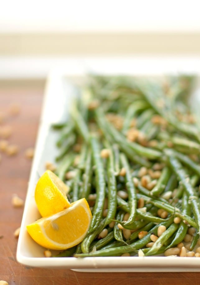 lemon garlic green beans with toasted pine nuts