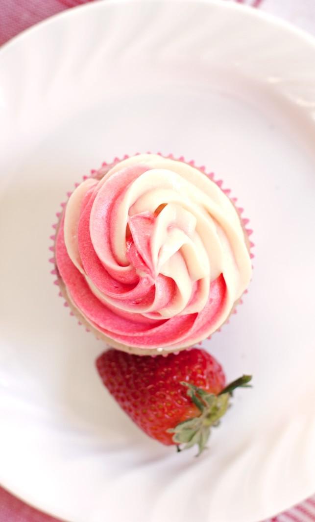 Strawberry Cheesecake Cupcakes - 2Teaspoons