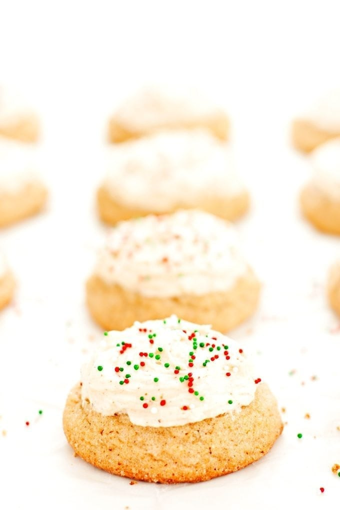 rows and rows of eggnog cookies
